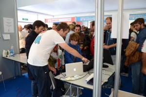 Kids have fun playing with Geduino at Maker Faire Rome 2015